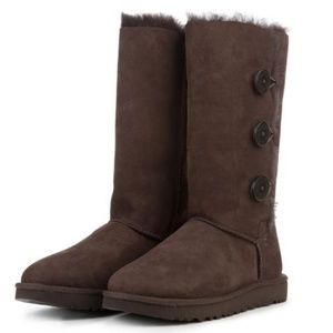 UGG Bailey Button Triplet II Boot Chocolate  8